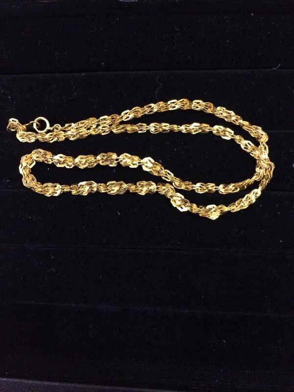 変わった金のネックレス